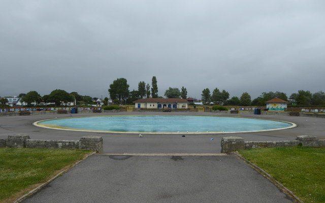 Hamworthy Pool by Rod Allday