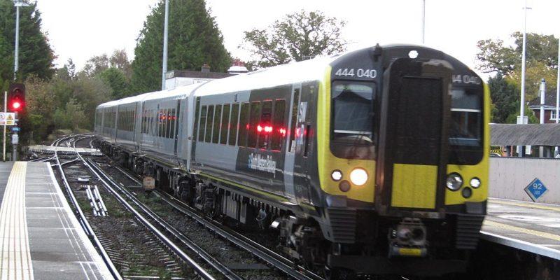 photo of South Western Railway train at Brockenhurst